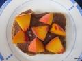 Nuss-Nougat-Creme und Pfirsiche