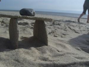 schwere-stein-auf-sandhaus